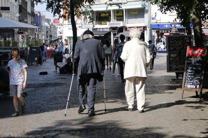 L'été, avec la chaleur, les risques de l'isolement des personnes âgées est encore plus grands.