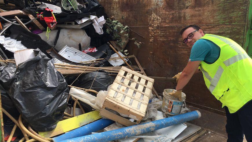 Du réfrigérateur au toit de voiture en passant par les doudous : chaque été les patrouilleurs vauclusiens ramassent plus de 600 objets perdus sur l'autoroute