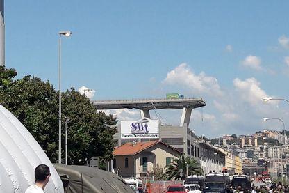 Ce qui reste du pont Morandi à Gênes qui s'es effondré mardi dernier faisant 43 morts