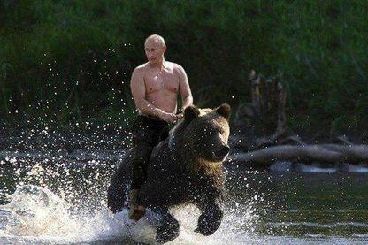 Parmi les armes (les moins létales) de la cyberguerre, le détournement d'images, dont Vladimir Poutine est ici victime.
