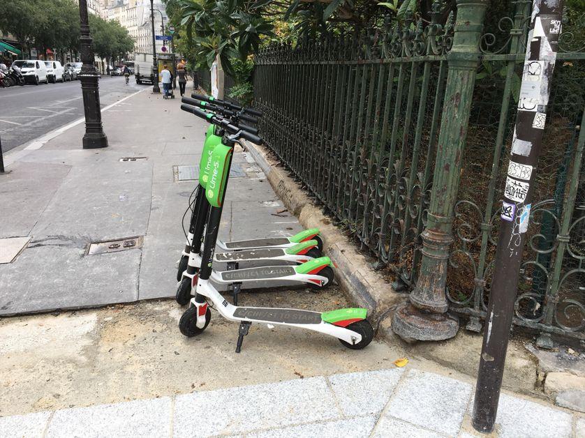 """La société américaine """"Lime"""" développe ses trottinettes depuis juin dans les rues de la capitale."""