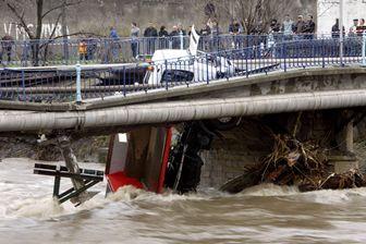 Le 3 décembre 2003 à Givors, le tablier d'un pont s'effondre.