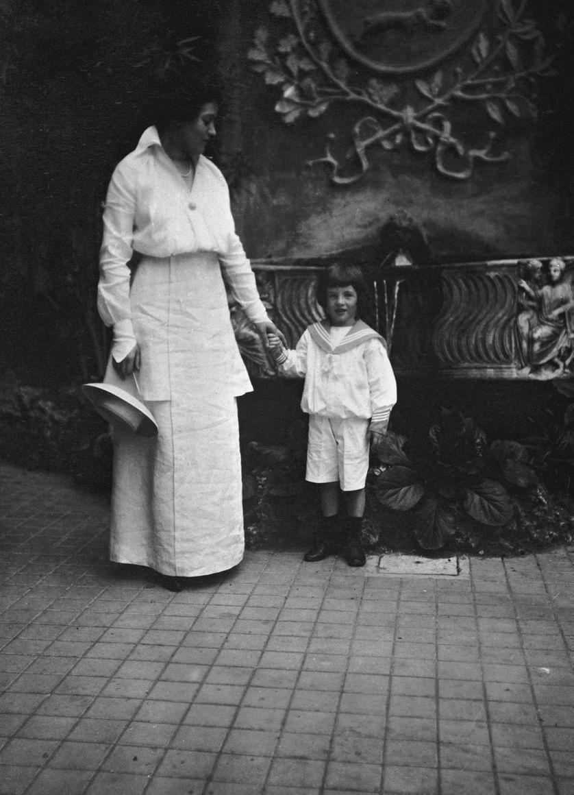 Gladys Parrish Huntington et son neveu au bord du lac de Côme vers 1910