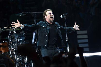 Bono du groupe de rock U2 se produit à Bridgestone Arena le 26 mai 2018 à Nashville, dans le Tennessee