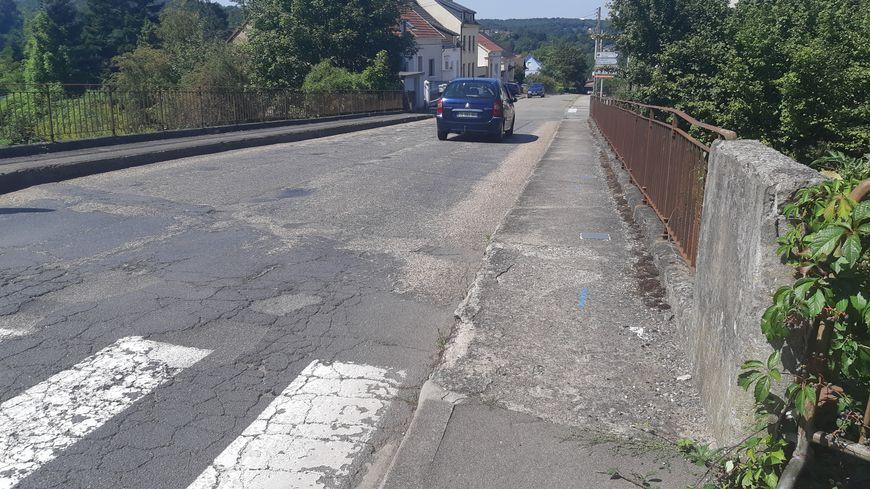 L'état du pont entre Forbach et Petite-Rosselle inquiète les habitants des quartiers alentours.