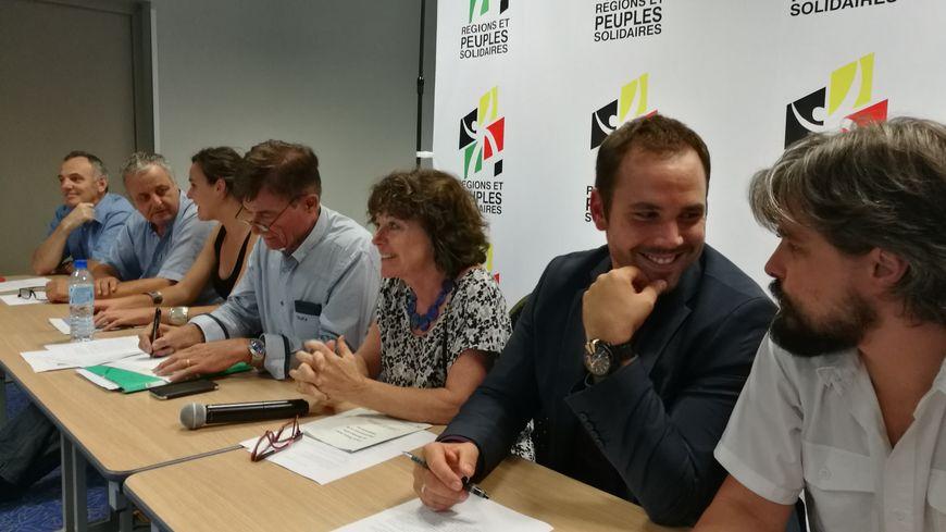 de gauche à droite : Claude Barbier (Savoie) François Alfonsi (Corse) Iria Epalza (Pays Basque) Gustave Alirol (Occitanie) Andrée Muchenbach (Alsace) Roccu Garoby (Corse) Gaël Briand (Bretagne)