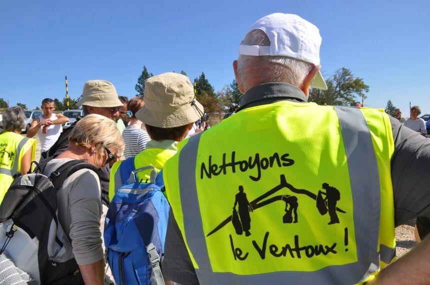 Chaque année, des volontaires se retrouvent sur le terrain pour nettoyer le Ventoux