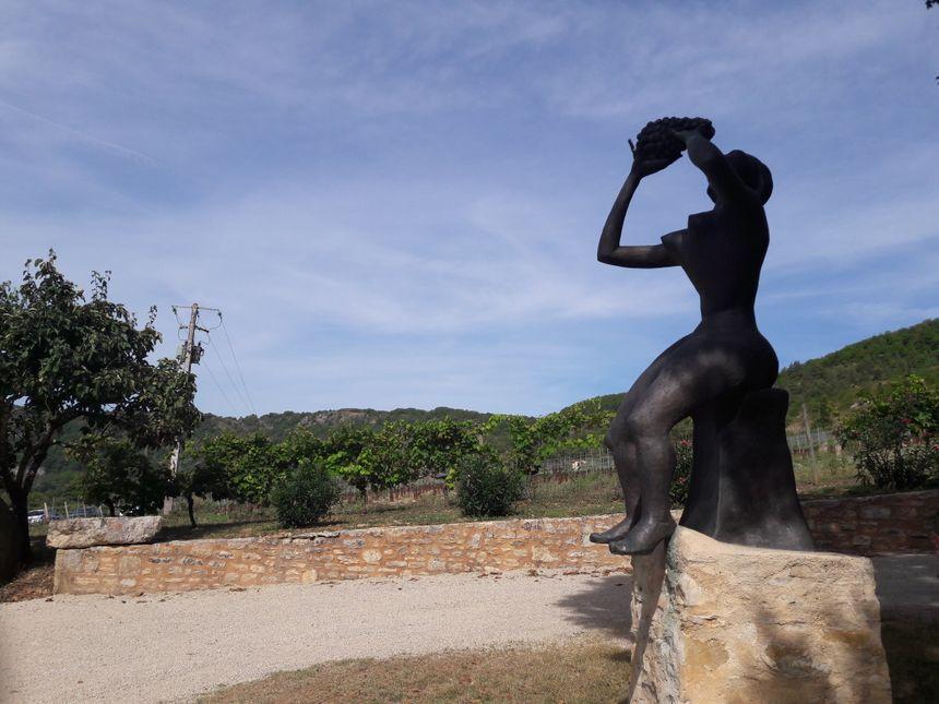Le Prince Henrik est l'auteur de nombre de sculptures exposées dans le parc du Château.