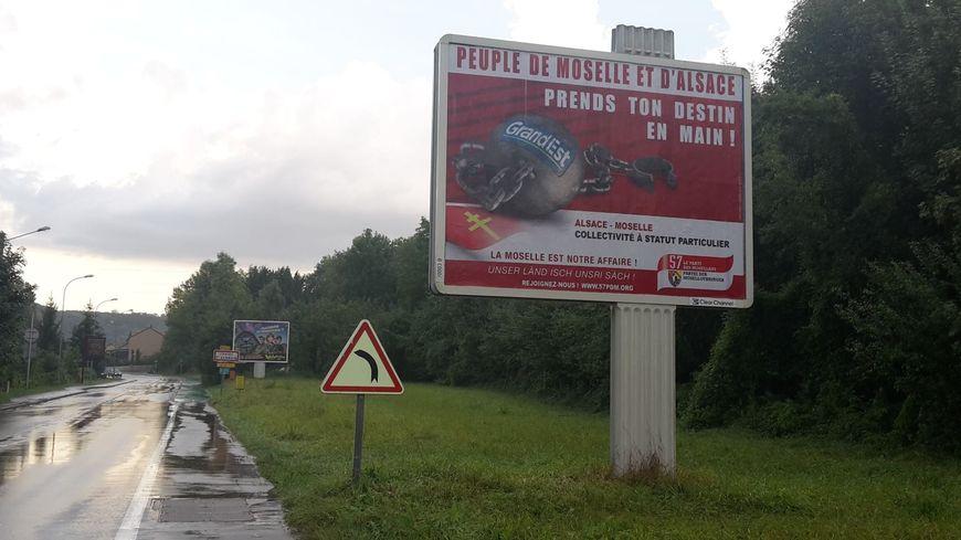 La campagne d'affichage menée par les régionalistes de Moselle dans Metz et ses environs