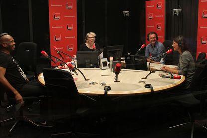 """Ali Rebeihi, Sonia Devillers et Augustin Trapenard avec Marie Sauvion pour """"Une bonne tasse de rentrée"""""""