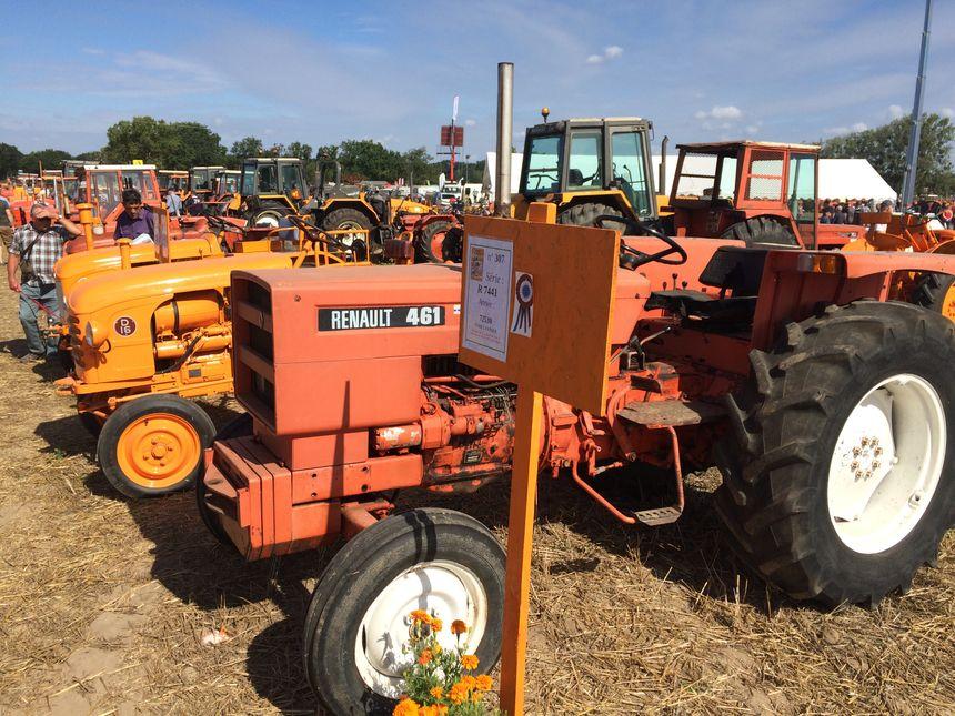 Plus de 8 000 personnes sont venus admirer les anciens tracteurs d'après les organisateurs