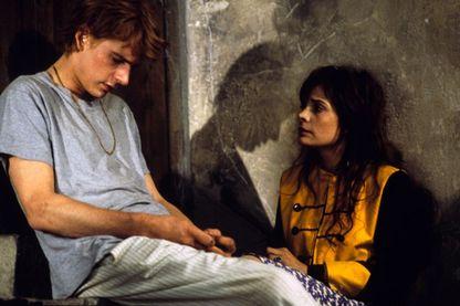 """Guillaume Depardieu et Marie Trintignant dans le film de Pierre Salvadori """"Comme elle respire"""" en 1998"""