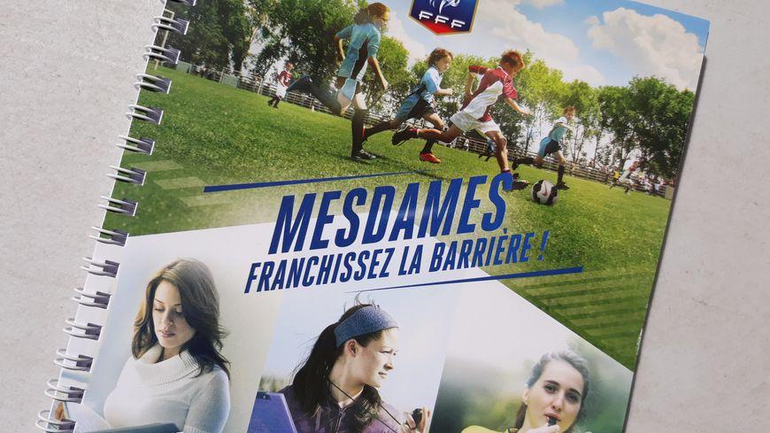 La fédération française de football lance une campagne pour attirer plus de femmes
