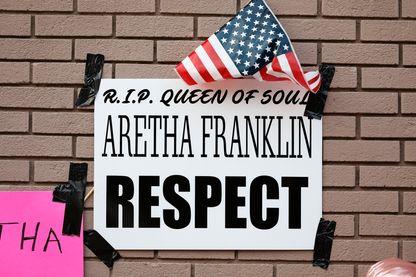 Hommage pour Aretha Franklin à l'extérieur de l'église baptiste New Bethel.