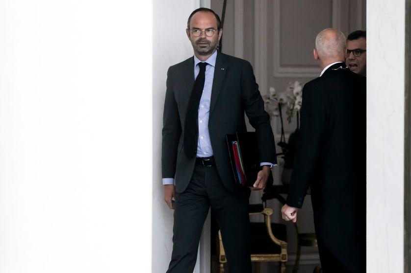Édouard Philippe à la sortie du Conseil des ministres au palais de l'Elysée