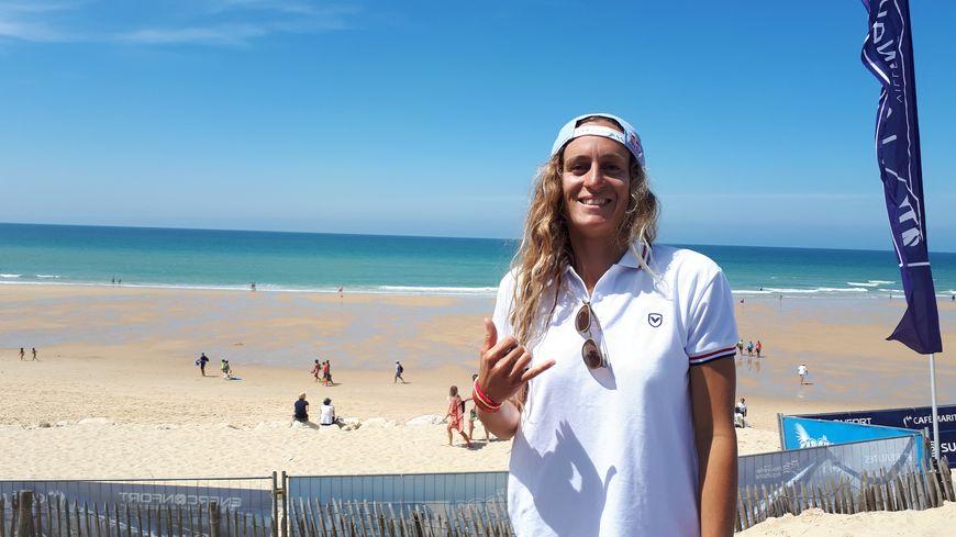 Justine Dupont passe une partie de son été à Lacanau