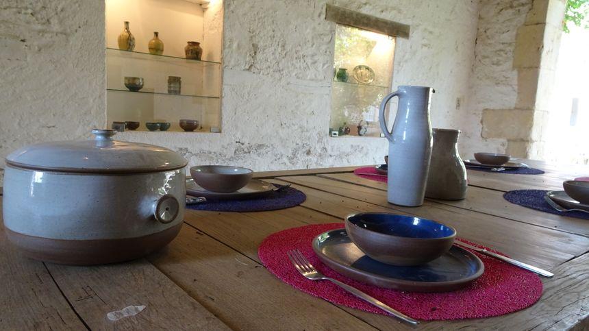 Le château possède aussi un magasin de poterie, où l'on peut acheter les grès de Ratilly.