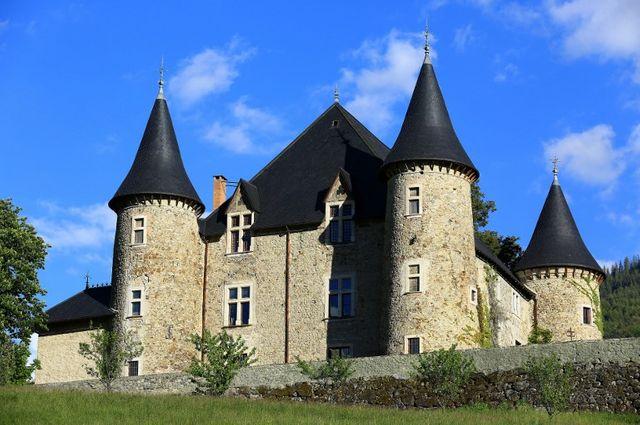 Le  château de Picomtal dans les Hautes-Alpes