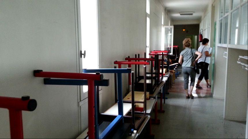 Les bureaux seront remis en place dans les classes aprés le grand nettoyage des écoles d'Avignon