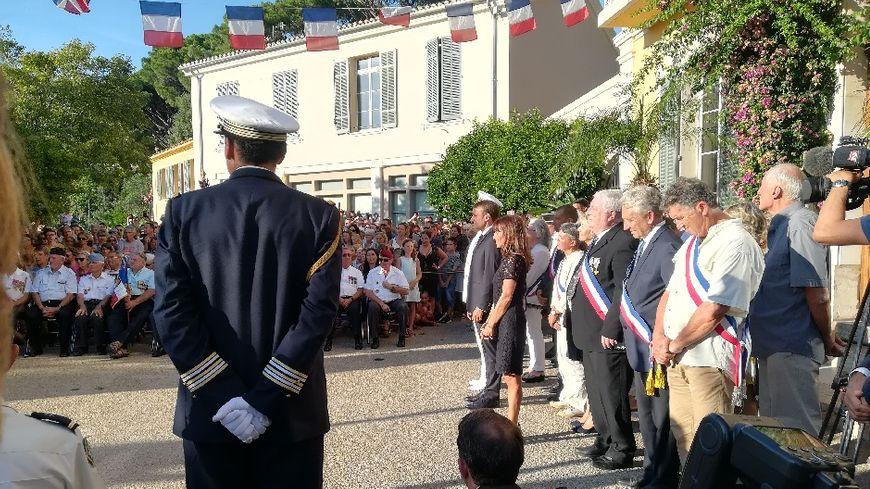 C'est la seule sortie officielle d'Emmanuel Macron pendant ses vacances dans le Var.