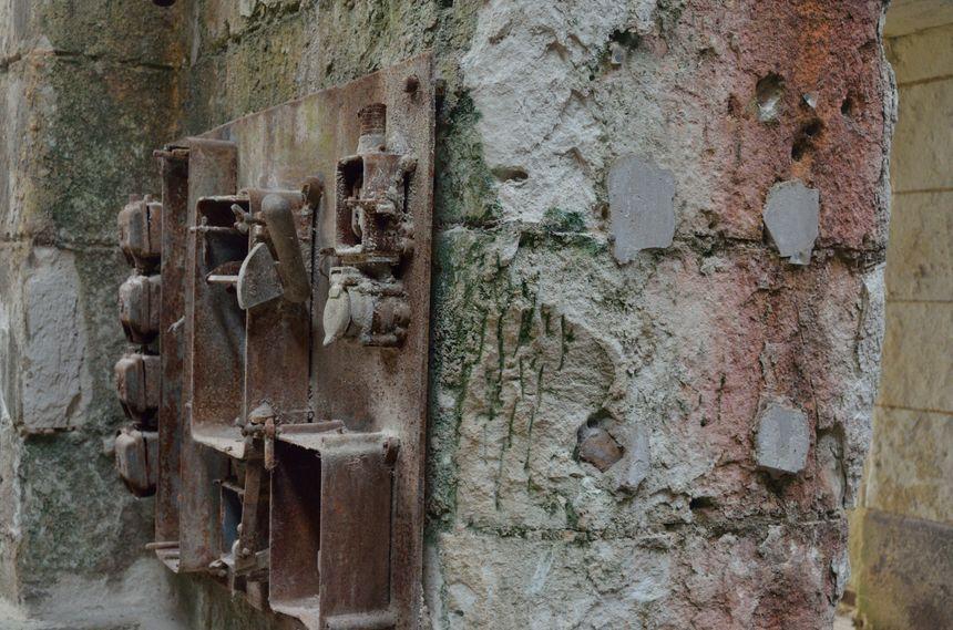 A terme, l'association espère pouvoir rénover les murs, en pierre de tuffeau, rongée par le temps et les intempéries.