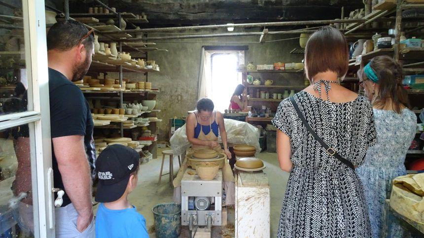 Le château est un lieu historique et artistique. C'est aussi un atelier de poteries.
