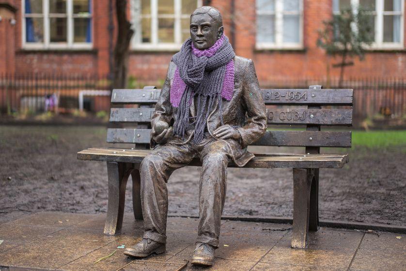 Une statue d'Alan Turing à Sackville Park dans le Manchester's Gay Village