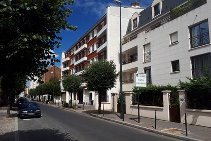 La petite résidence HLM de trois bâtiments dans un quartier cossu de La Garenne-Colombes où habite Elodie et ses deux enfants de six et trois ans