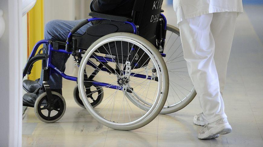 Selon la CGT, il arrive que des infirmiers se retrouvent seuls pour traiter 50 patients.