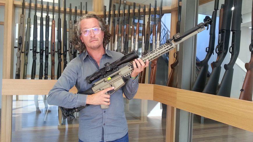 Guillaume Verney-Carron présente le fusil qui pourrait, peut-être, équiper un jour l'armée française