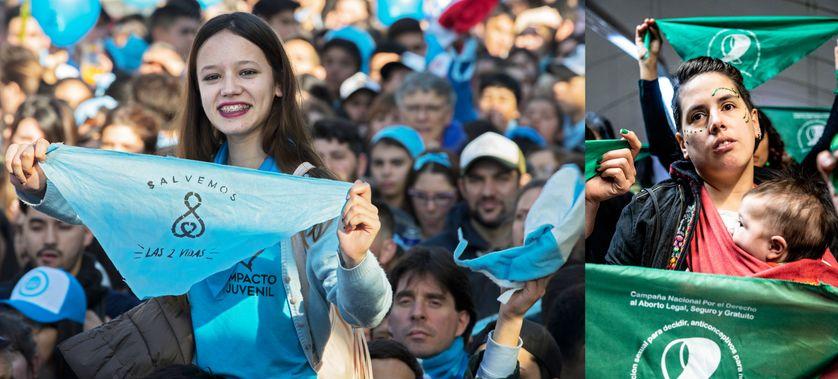 A gauche, foulards bleus : manifestation contre le projet de loi le 4 août 2018. A droite, foulards verts : performance en faveur du texte dans le métro de la capitale argentine le 31 juillet 2018