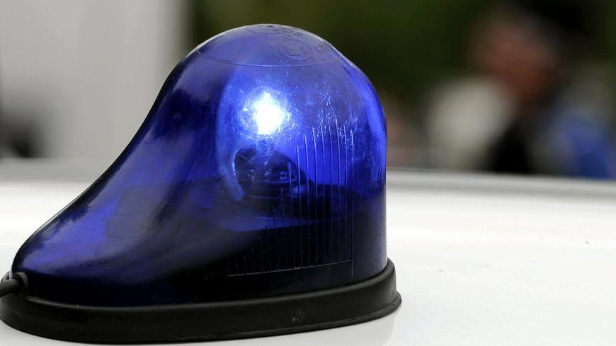 Les faux policiers ont acheté leur gyrophare sur Internet.