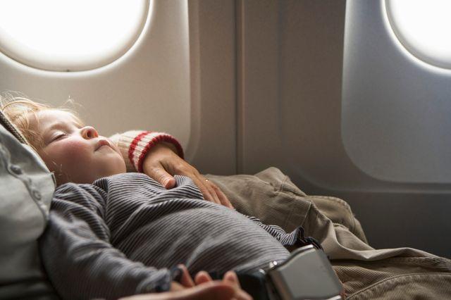 Heureux ceux qui peuvent s'endormir en sécurité dans un avion !