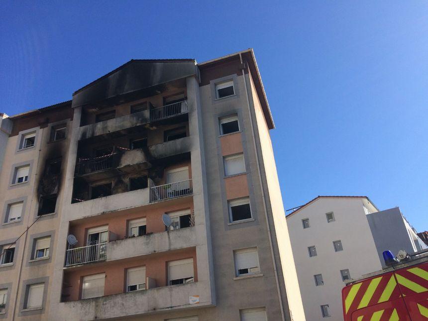 1 mort, 6 blessés des appartements brûlés et d'autres inondés par l'incendie de l'immeuble d'ACTIS
