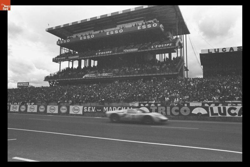 Une des Ford GT40 en lice lors des 24h de 1966.