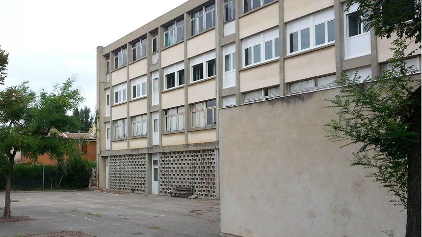 Les 20 fenêtres du deuxième étage de l'école Saint Roch d'Avignon ont été remplacées