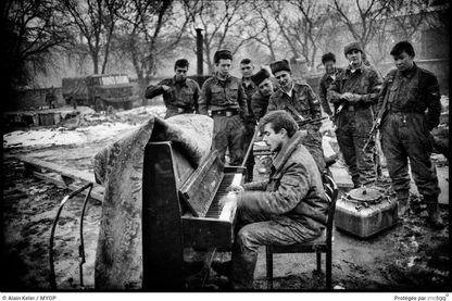 Photo d'Alain Keler dans le quartier général Russe à Grozni, en janvier 1995
