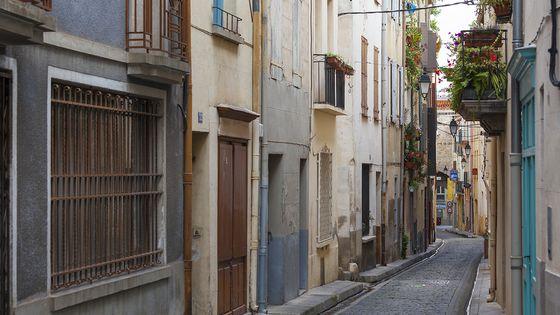 Ruelle de la vieille ville de Céret, dans les Pyrénées Orientales.
