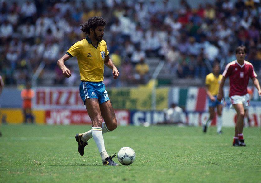 Socrates pendant le premier match de la Coupe du monde de 1986. Le Brésil avait gagné 4-0 contre la Pologne.