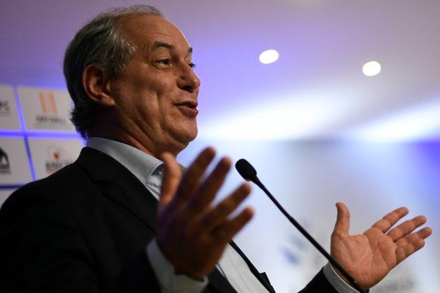 Ciro Gomes lors d'un débat organisé par la Chambre brésilienne de la construction industrielle avec d'autres candidats pour la présidentielle, le 6 août 2018.