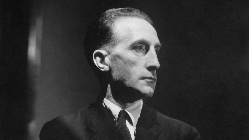 Marcel Duchamp posant pour Vanity Fair en 1934.
