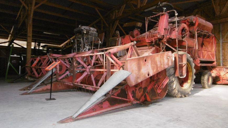 Cette machine, une Bautz T604, vient de la commune de Saint-Août, dans l'Indre.