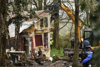 Destruction des lieux de vie alternatifs de la ZAD de Notre-Dame-des-Landes en 2018