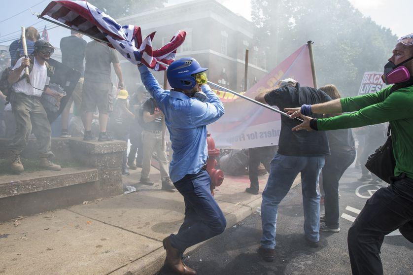 Les suprémacistes blancs et les contre-manifestants s'affrontent à Charlottesville