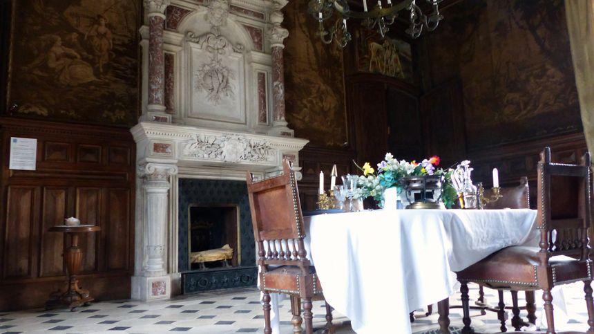 La salle à manger, l'une des 20 pièces du château.