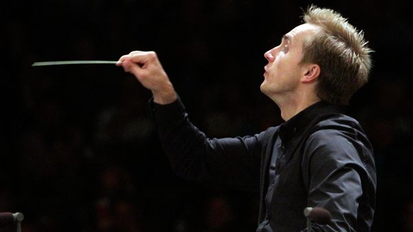 Le chef russe Vasily Petrenko dirigeant le Los Angeles Philharmonic