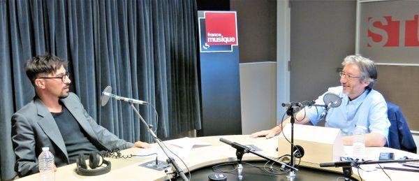 France Musique, studio 131... Francesco Filidei, organiste et compositeur & le producteur Arnaud Merlin (g. à d.)
