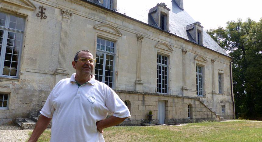 Le guide Jean-Michel Hervé connait mille et une petites histoires sur le château et ses objets.