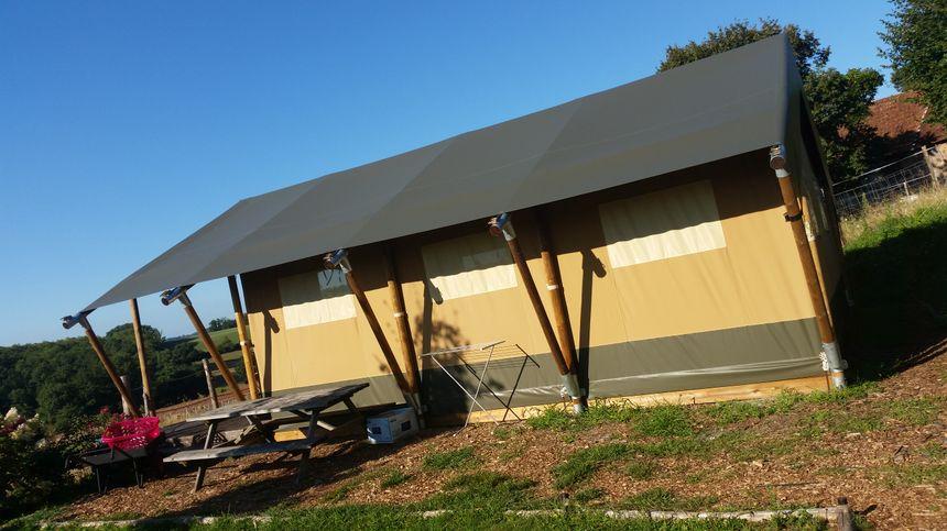 La tente lodge safari est la plus grande des hébergements de l'Alpagâterie