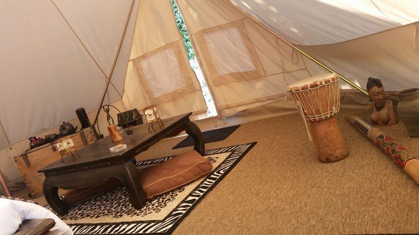 Décoration africaine dans la tente saharienne